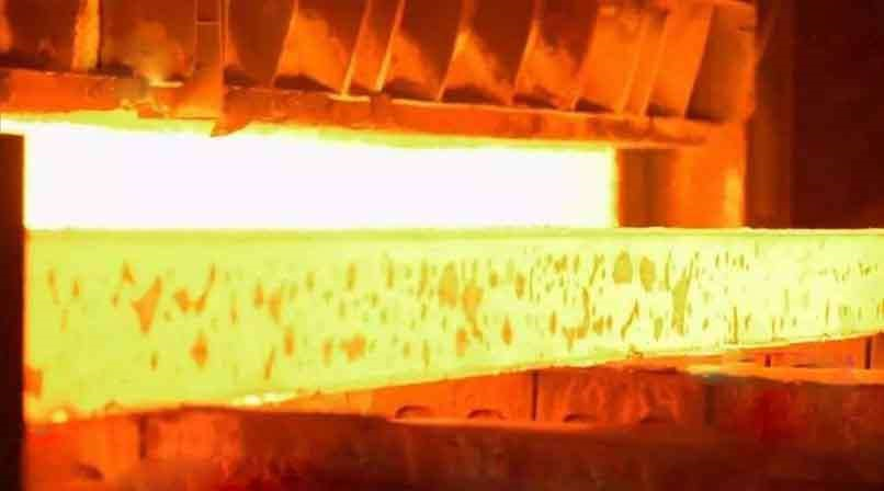 Iron oxide scale on the strip surface in hot strip production